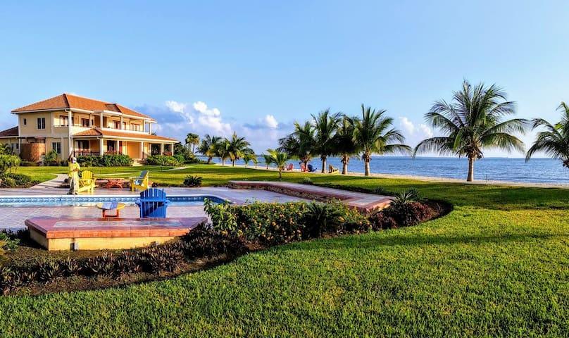 Luxury 1 bedroom 1 Bathroom Beachview Condo Belize