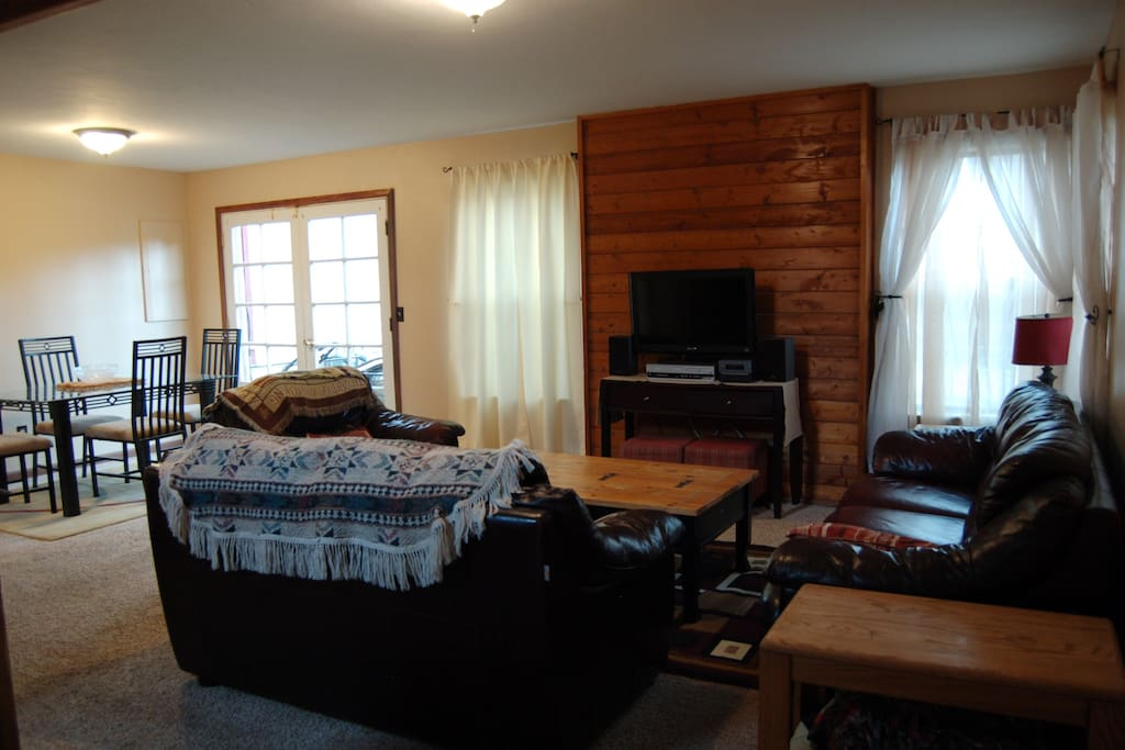 Comfy Living Room with Cable TV, DVD Player and Xfinity Wi-Fi