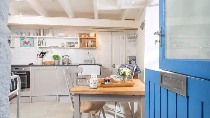 Boutique Cottage, near the harbour, dogs welcome