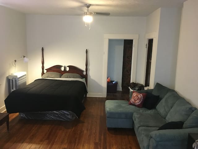 Northside Studio Near Downtown & Clifton!