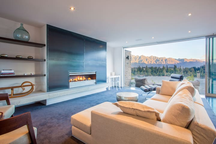 Kakara Moana - Lakeview Home in Town Centre