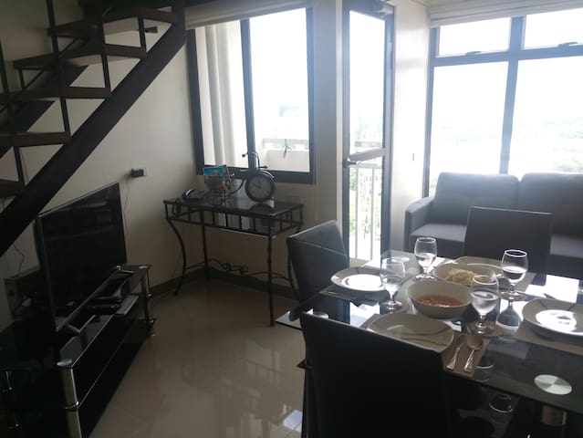 24th flr, 53sqm condo on 2 floors near I.T & Malls