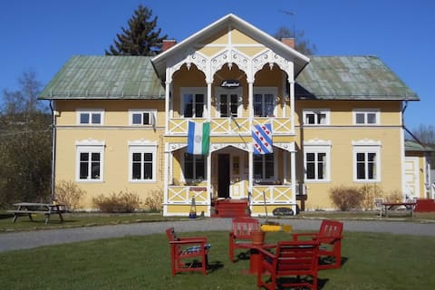 Authentic Swedish B&B 18th century farmhouse