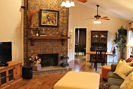 Comfy, Cozy, Safe, Affordable Home - Dallas Suburb - Garland