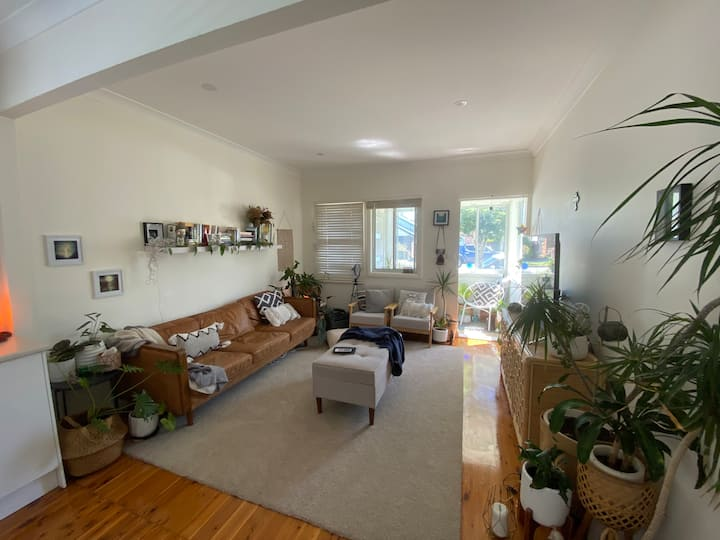 Entire Boho Cottage near cafes and beach