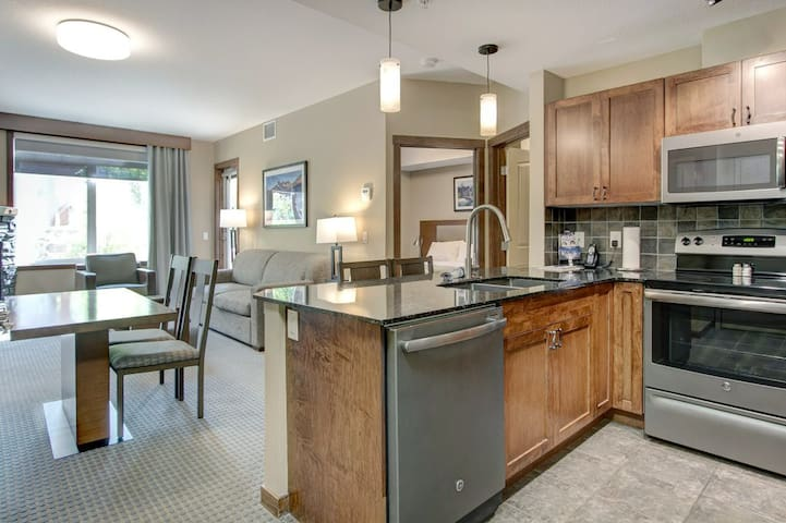 👨👨👧👧  Top Ranked Vacation Lodge in Canmore