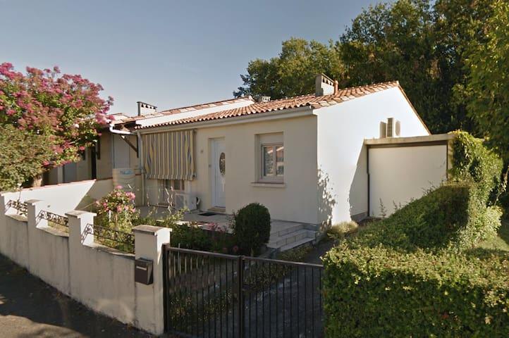 Charmente maison de ville - Angoulême - Dům
