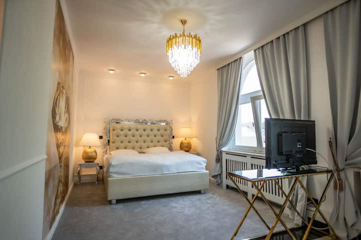 Deluxe Golden Suite, with whirlpool VB