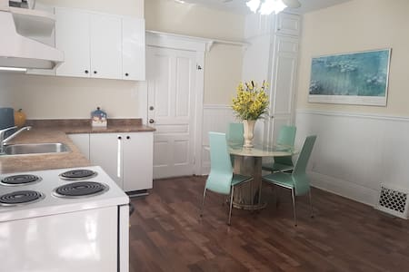 Beautifully Furnished Bachelor Suit in Woodbridge