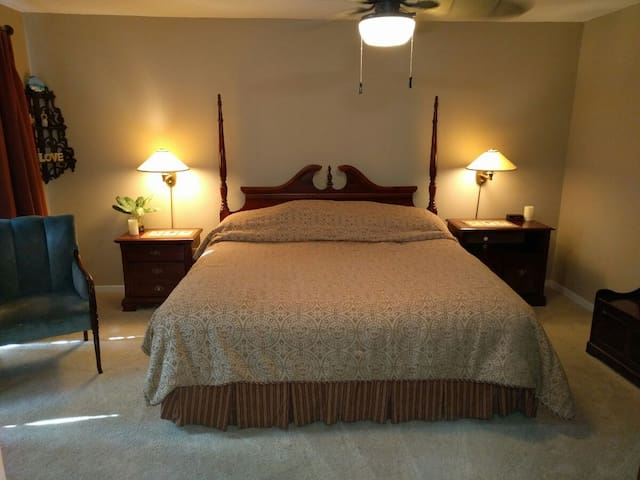 Private Master Bed/Bathroom-Closest Airbnb to TPC!