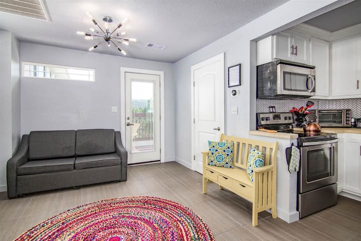 Colorful dog-friendly cottage w/ private patio and balcony, near the beach