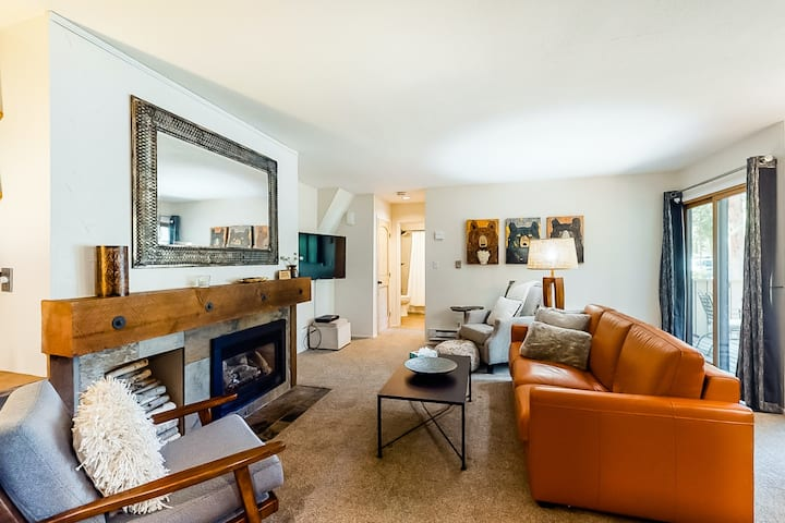 Stylish mountain condo w/ private patio, shared pool/hot tub, & great location!