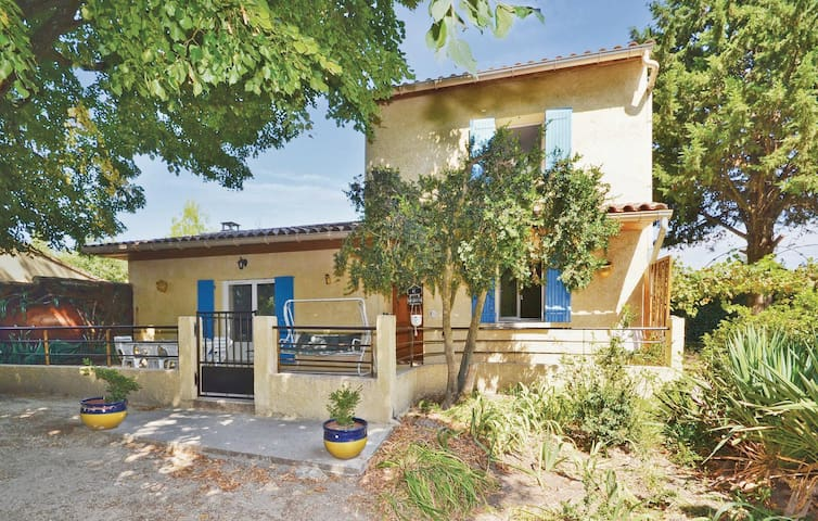 Holiday cottage with 3 bedrooms on 82m² in Mazan