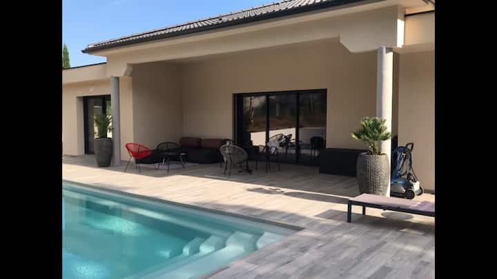 VILLA BENOA avec piscine chauffée