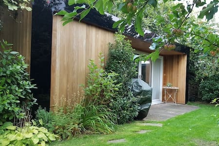 Garden studio, walking distance to Harrogate