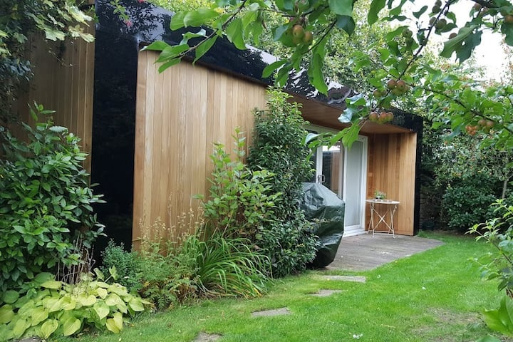 Garden studio, walking distance to Harrogate