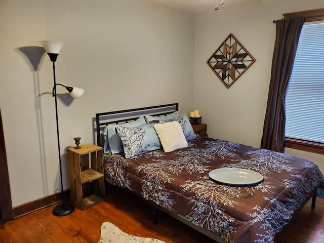 2nd Queen bedroom