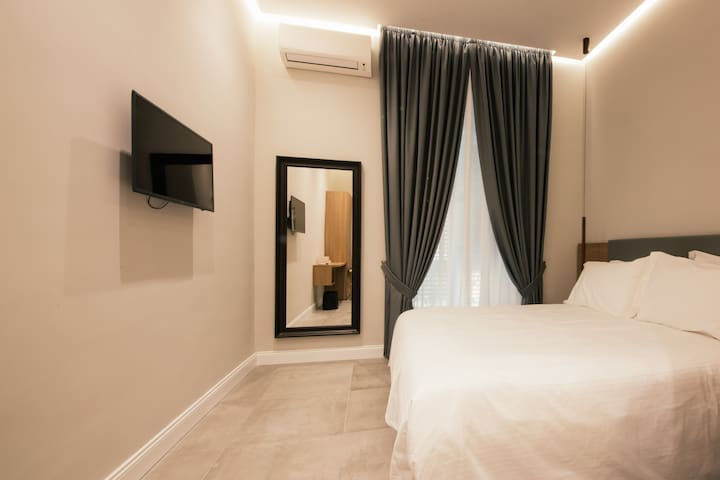 Newly Luxury Room w Balcony in the heart of Naples