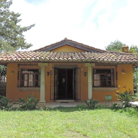 Lovely house between volcanoes - Ciudad Vieja - Ciudad Vieja - Huis