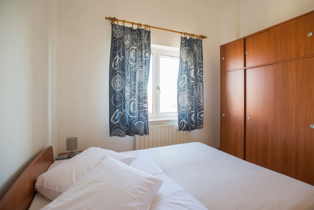 Cosy bedroom with double bed 180*200, closet and nightstands.
