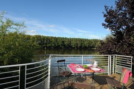 Maison avec terrasse sur la Loire - House