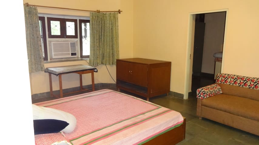 Unique Experience of Organic Farm Stay with Pool - Jaipur - House