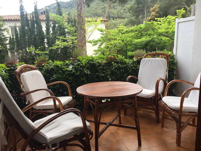 Cozy apartment in Tamariu 450m away from the beach
