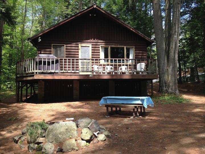 A beautiful lake view cottage on Friends Lake