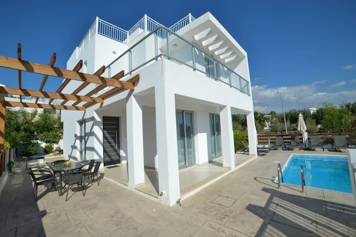 Coral Bay Villas, walking distance to the beach