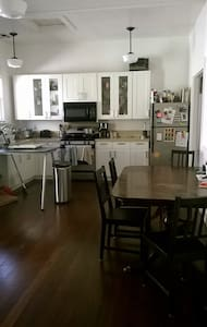 Beautiful, Sunny Room in Emeryville - Oakland - House