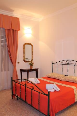 Camere matrimoniale (Agapiso) +doppia (Rondinella)