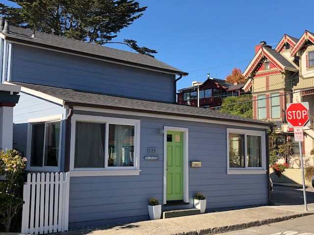 CAPITOLA PERFECT LOCATION! Steps 2 Beach/Shops