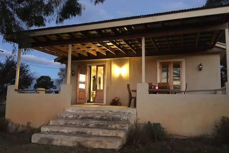 Wanera Cottage & Farm Stay