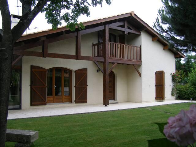 Chambre privée avec salle d'eau - Saint-Aubin-de-Médoc - Hus