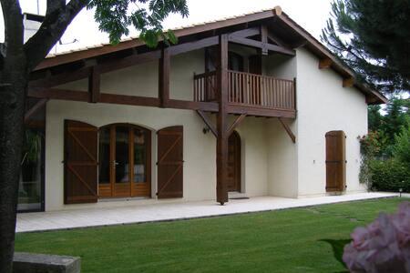 Chambre privée avec salle d'eau - Saint-Aubin-de-Médoc - Huis
