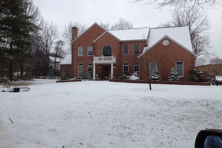 Home Share with Private Bedroom - Lutherville-Timonium