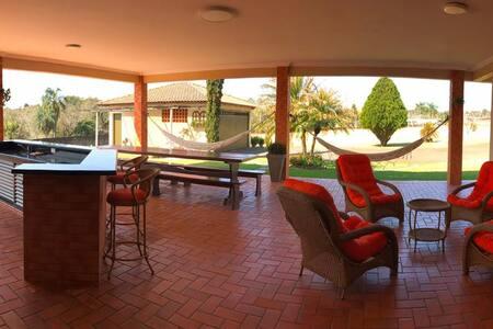 Casa confortável. Próximo aos  pontos turístico!!!
