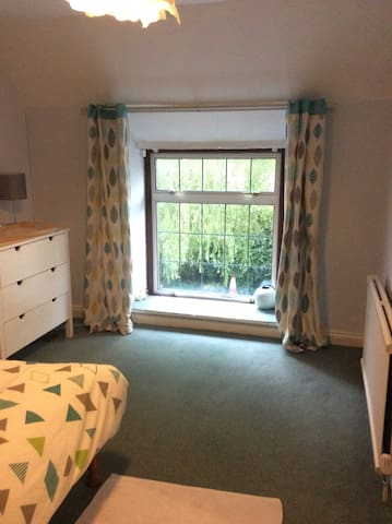 Double Room With Private Bathroom & Kitchen self c - Radstock