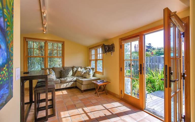 Stinson Beach Vibe - Cheerful Cottage w Garden