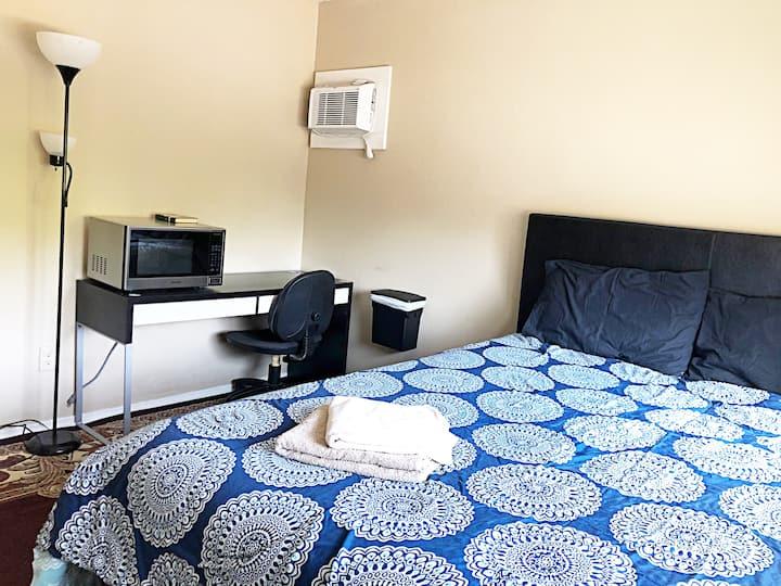 Cute n' cozy bedroom in the center of Arden-Arcade