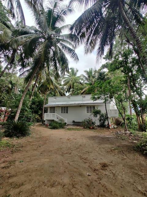 Scenic farmhouse en route Kodaikanal, near Palani