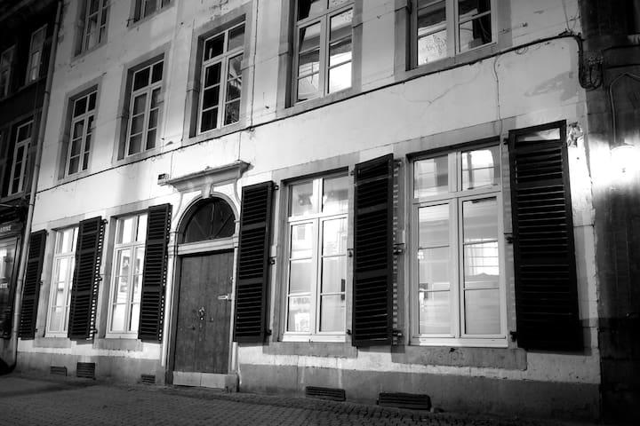 Studio idéalement situé dans le centre piétonnier