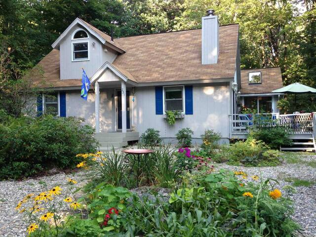 Charming 3 Bd/2 Bath Home in Waterfront Community