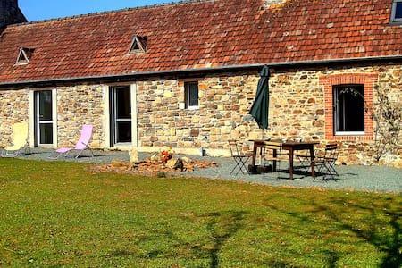 Ty Tad Coz : longère bretonne - Quemper-Guézennec - Haus