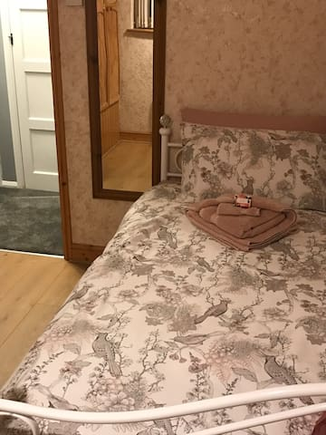 Warm and spacious Single bedroom-Romford