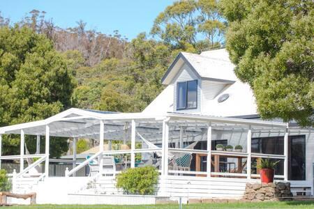 Fairfield House Goshen, Tasmania
