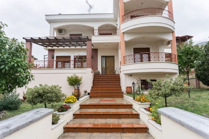 Drama Spacious Villa with huge garden