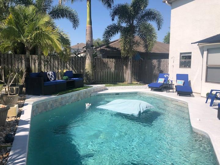 Zen Modern House & HEATED pool in Veira Florida.