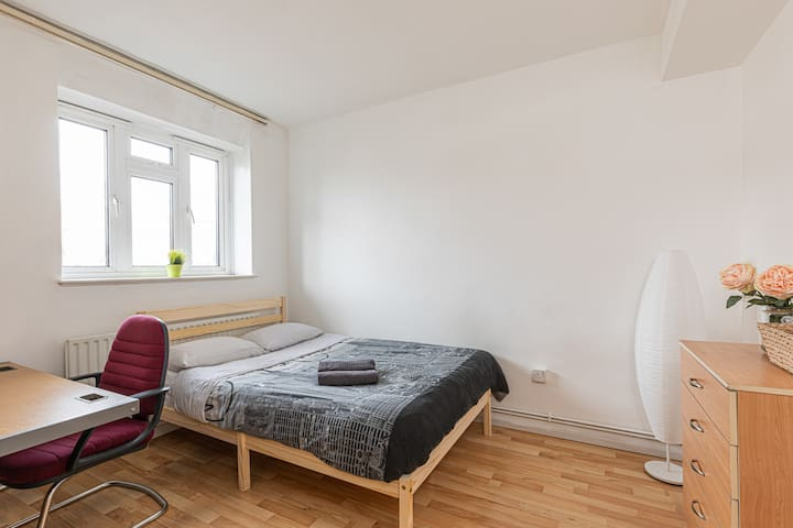 Double Room 6 - near Tower of London & Shoreditch