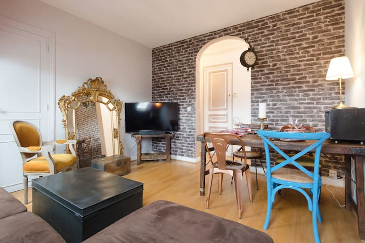 Bright 2 bedroom by Notre-Dame